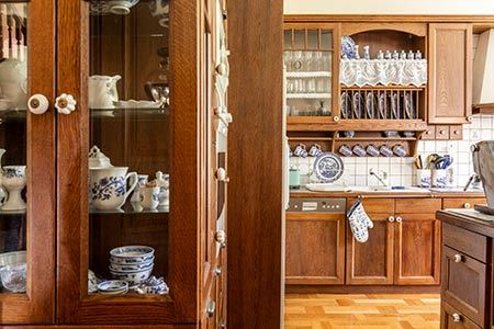 How to Pack a China Cabinet