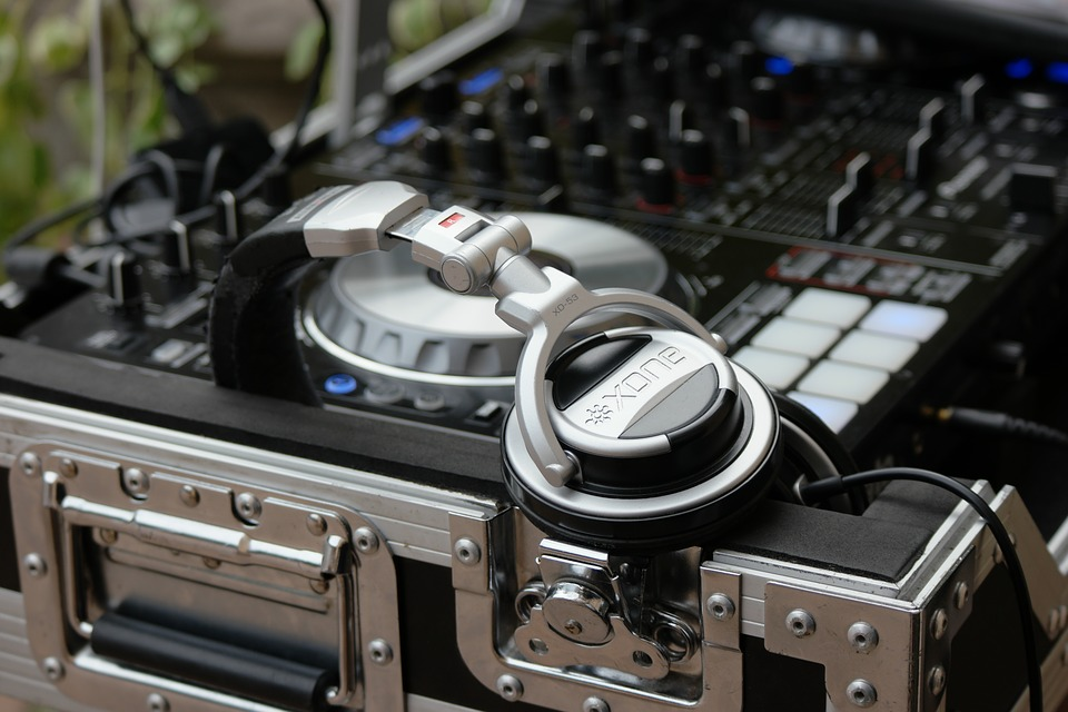 How to Pack DJ Equipment - Movers com